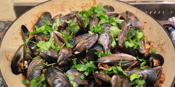 River Cottage Light & Easy  hot and sour mussels